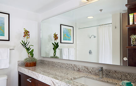 Ilikai Hotel & Luxury Suites Bathroom